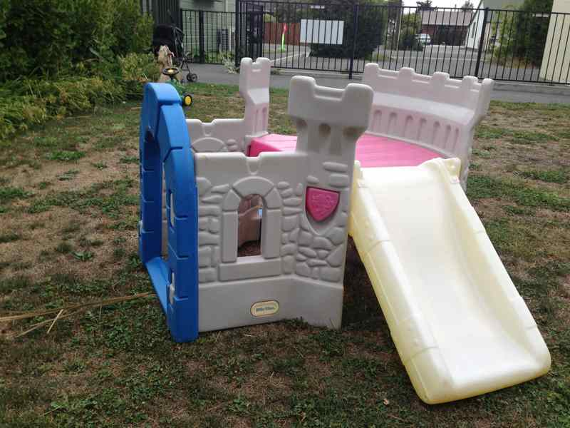 500: Play castle with slide