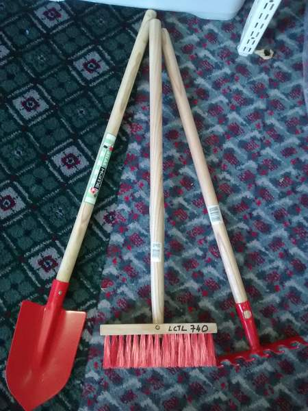 740: Wooden handle garden tools