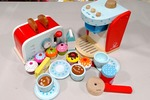 E751: Coffee Machine, Cupcakes and Toaster Set PC