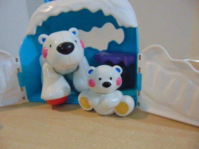 1028: Polar Bear & Baby