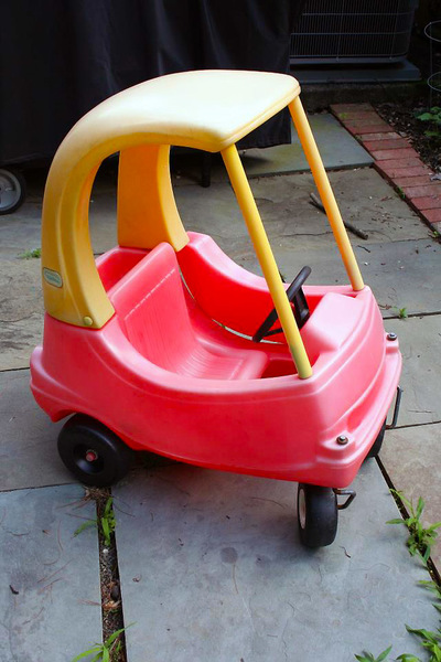 8029: Cozy Coupe Red