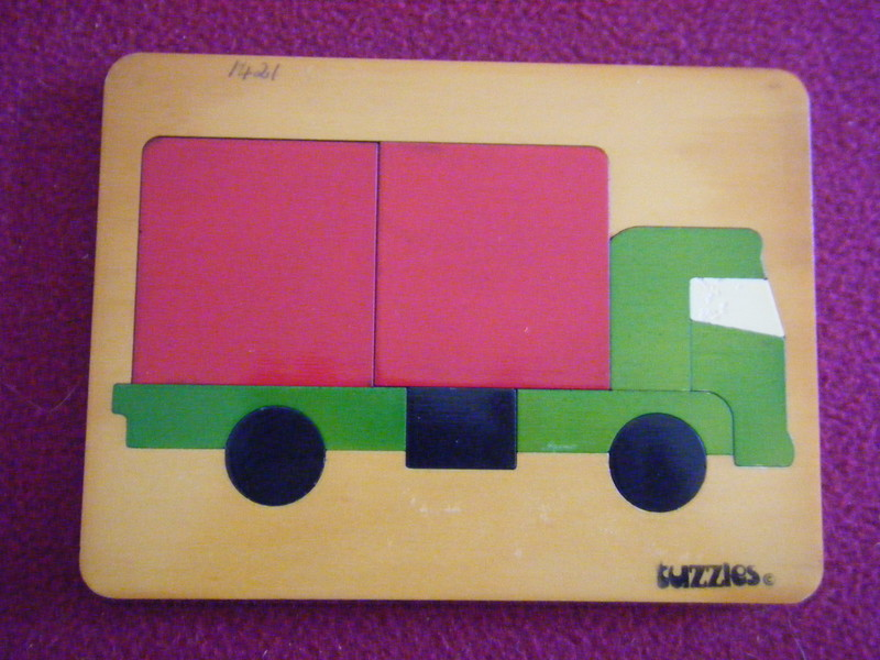 1421: TRUCK - RED AND GREEN Puzzle
