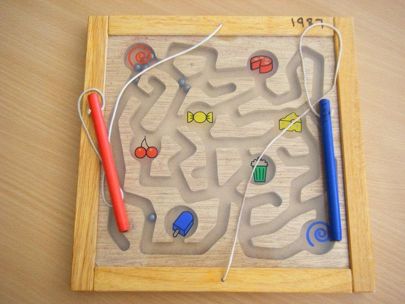 1987: Magnetic Maze Board
