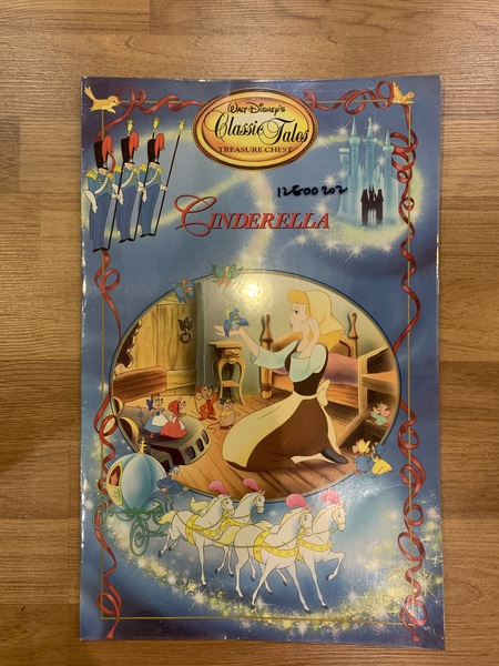 12E00202: Walt Disney Treasure Chest Giant Book - Cinderella