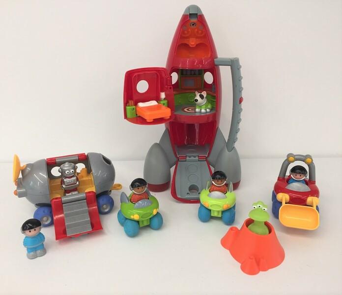 591: Space Base & lift off rocket