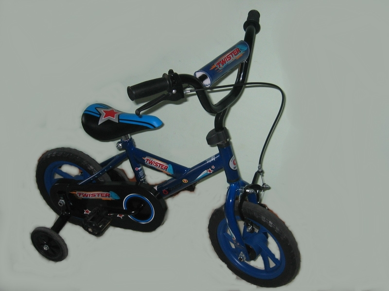 950: Two Wheel Bicycle with training wheels