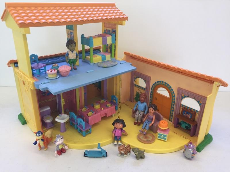 253: Dora's House – Dollhouse with sounds