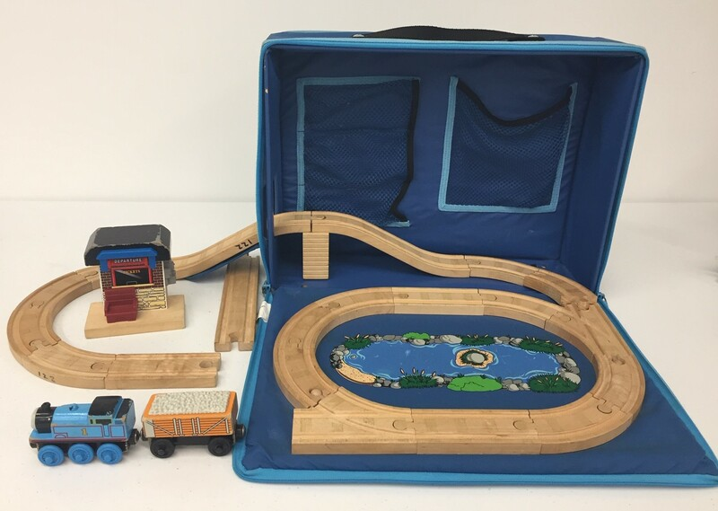 122: Travel Thomas Tank set