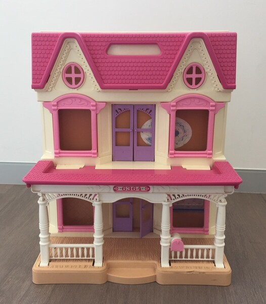 721: Loving Family Doll House