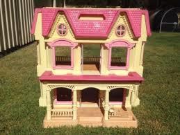 I20: Dolls House