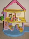 I287: Fisher Price Dolls House