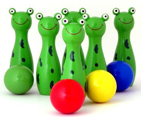 1368: Frog bowling set