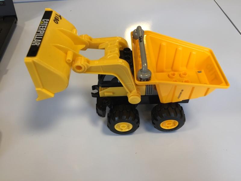 T180: Mega Bloks CAT Dump truck