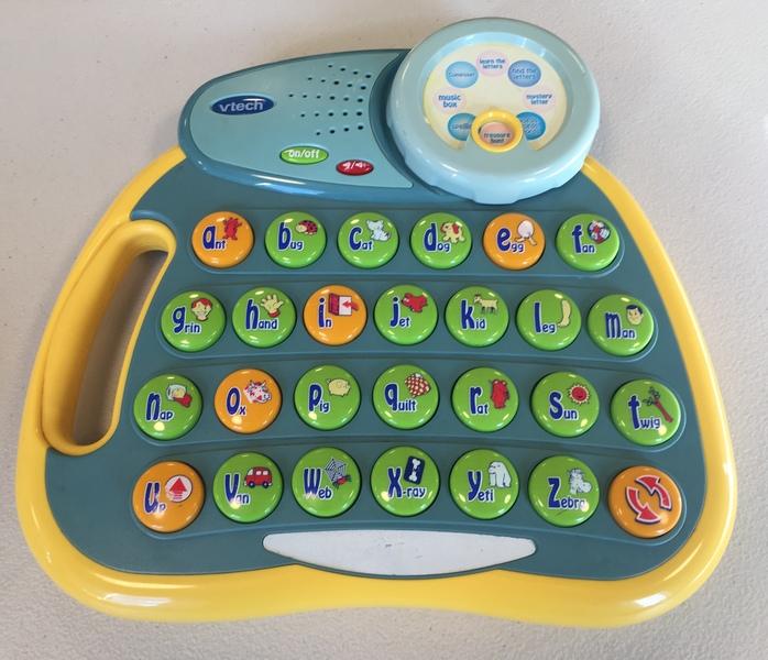 E1115: V Tech Alphabet Desk