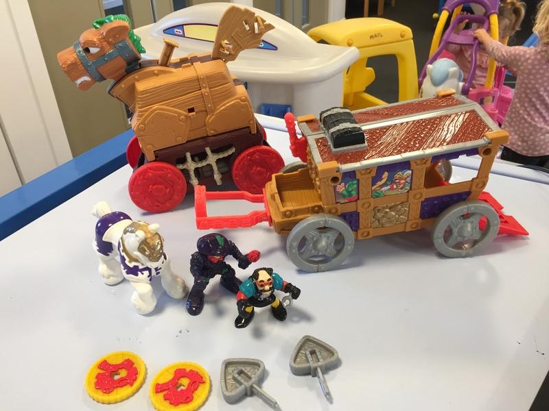 L94: F/P Trojan Horse & Royal Coach Set