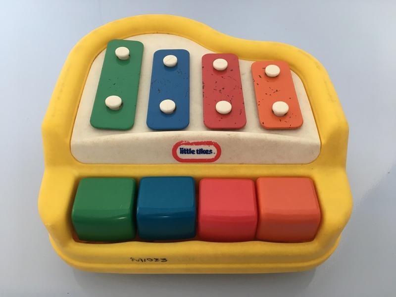 M1033: Little Tikes Mini Rhythm Maker Piano