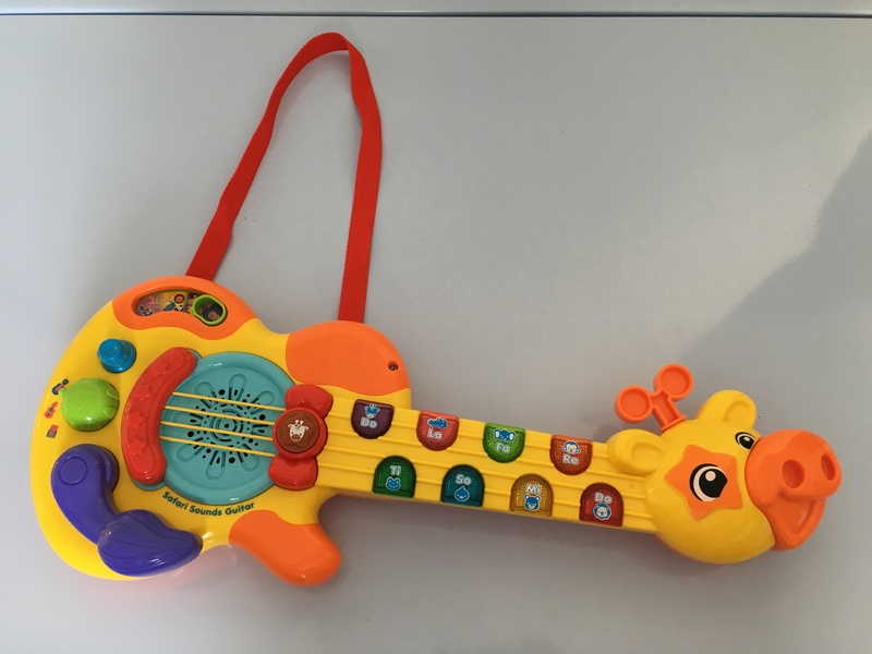 M1706: Vtech Giraffe Safari Sounds Guitar with Strap Ages: 2+