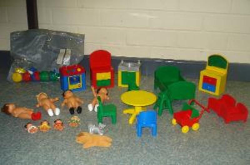 R76: Lego Doll Set