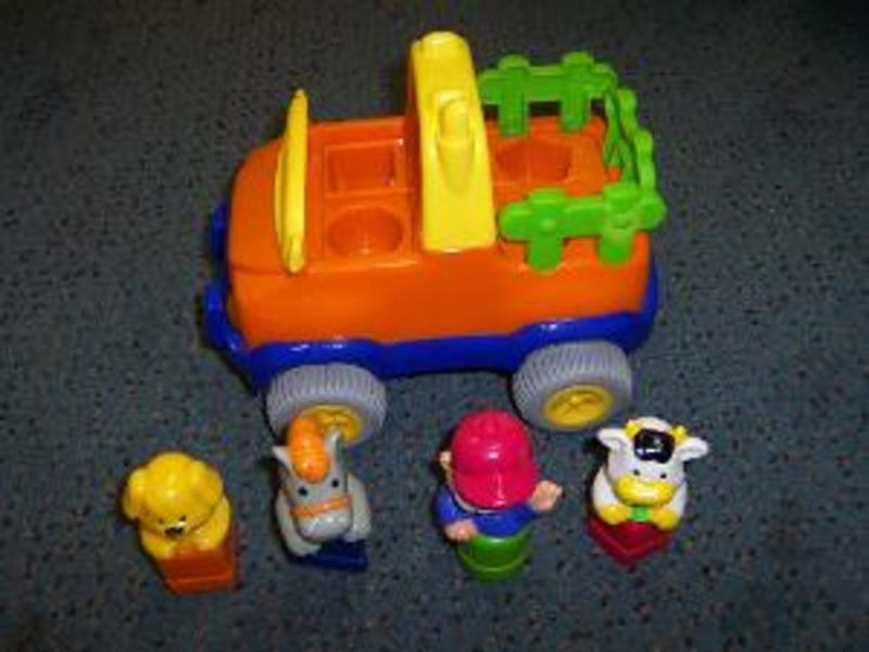 R138: Play Well Sort & Go Truck