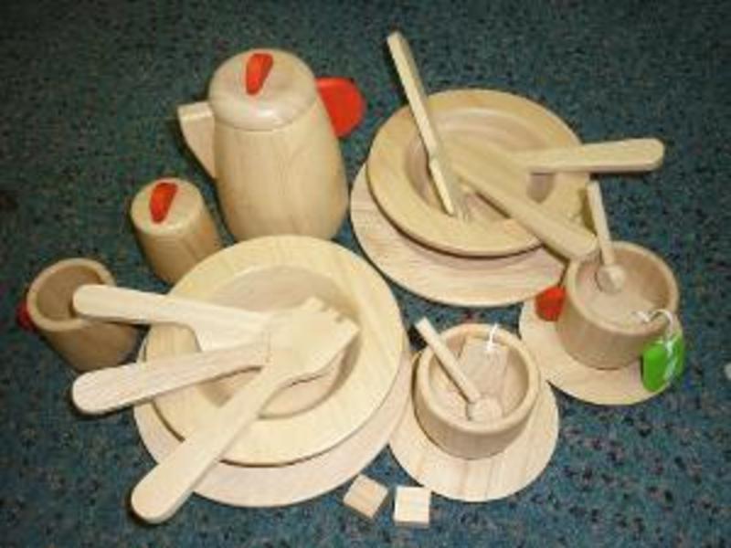 R168: Plan Toy Tea Set