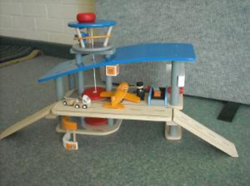 R172: PlanToys Airport