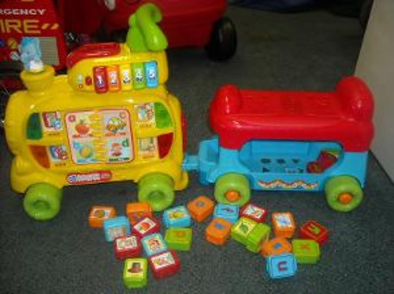 R175: Push & Ride Alphabet Train