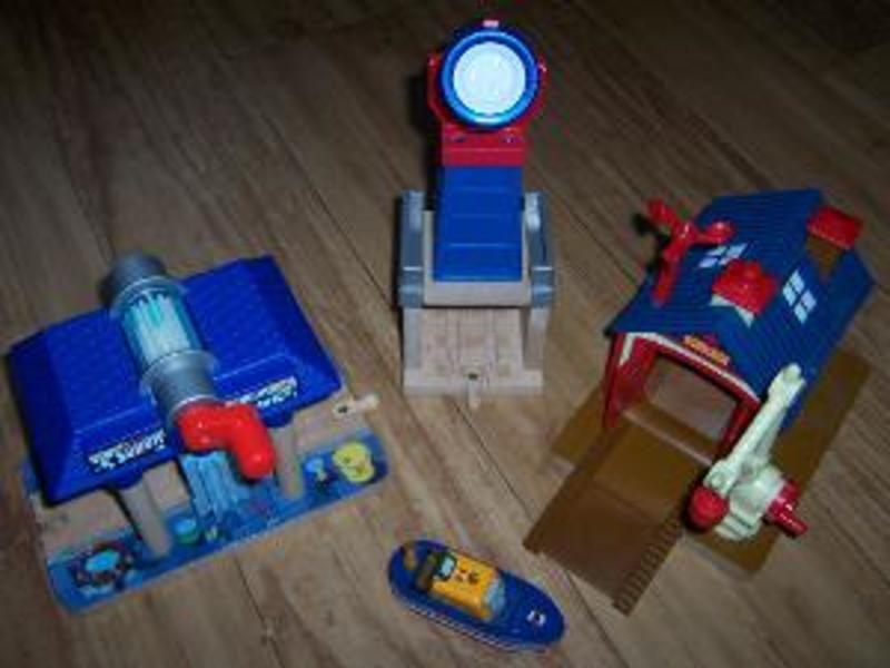 R229: Wooden Train Accessories