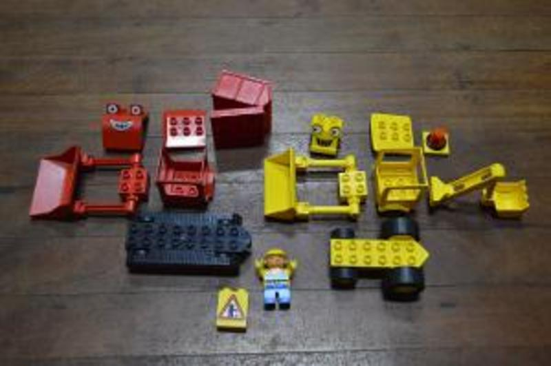B38c: Bob the Builder Yellow Scoop Loader & Red Muck Truck