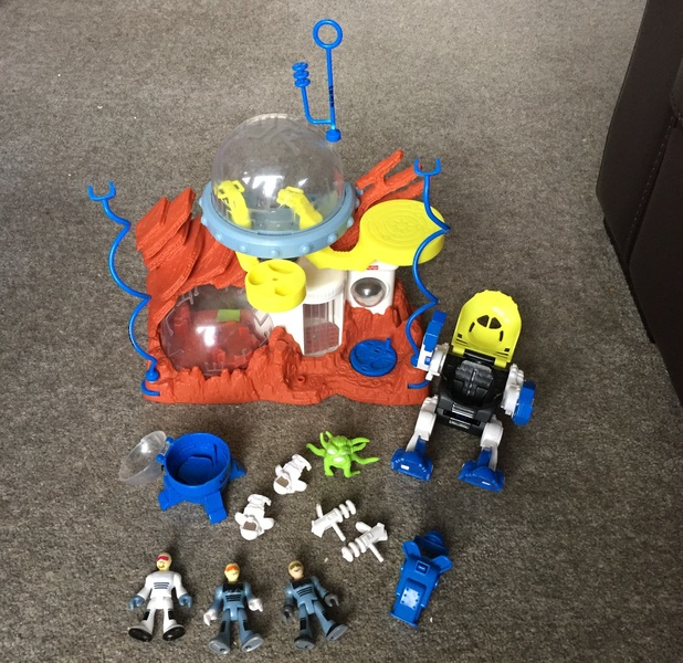 N405: IMAGINEXT SPACE STATION AND WALKER