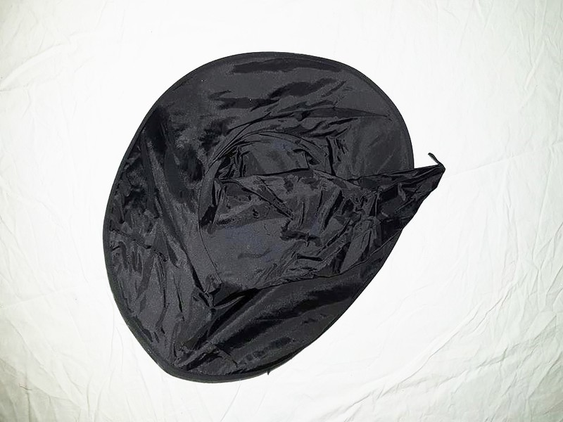 R89: Black Witches Hat