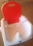 B38: Booster seat red