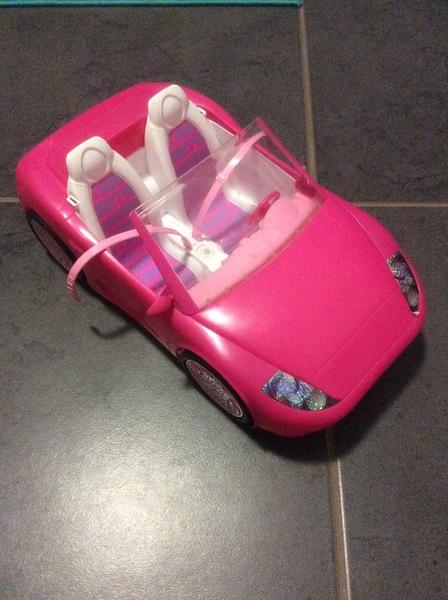 F44: Pink barbie car