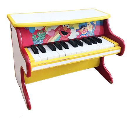 T611050: Sesame Street Piano
