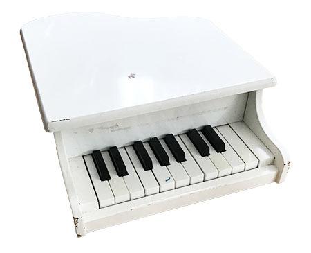 K615176: White Piano
