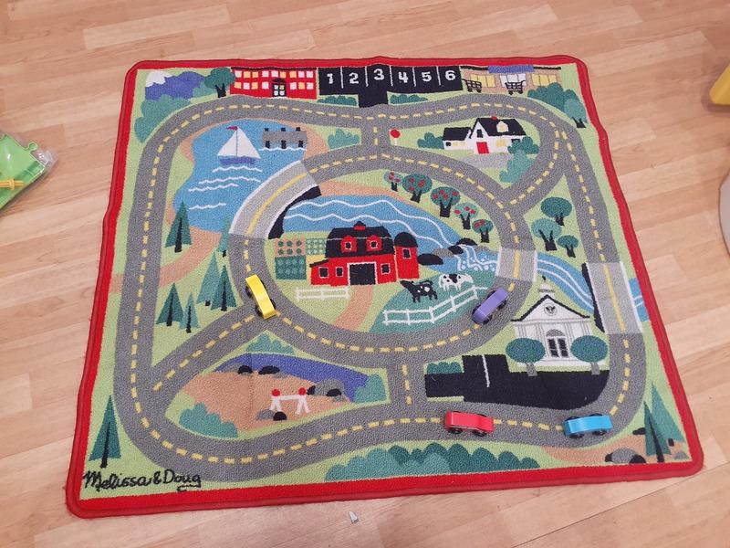 T5459: Town Car Mat and Cars