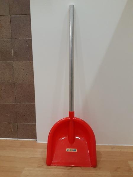 T5644: Red Garden Shovel 2
