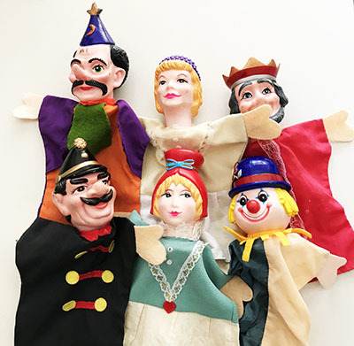 T52001: Royal Puppets