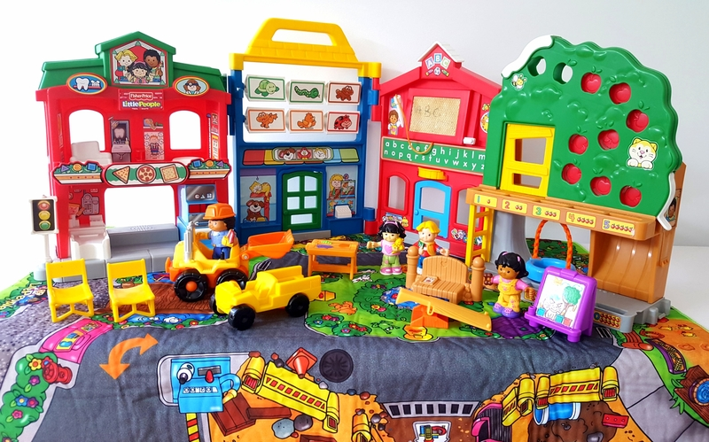 RP87: Little People All About Town Set