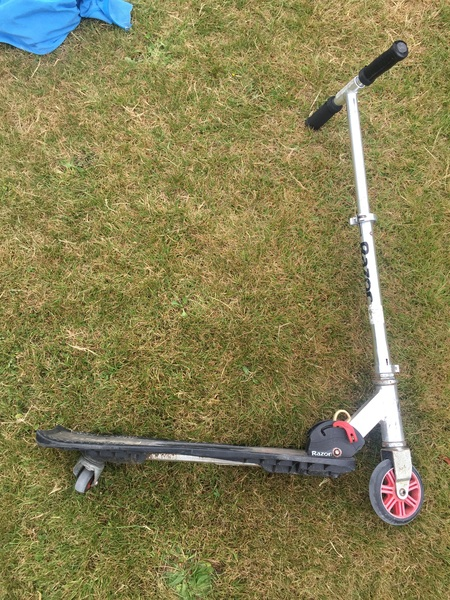 O008: Razor scooter