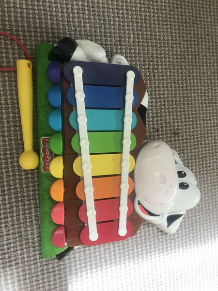 I005: Fisher-price xylophone