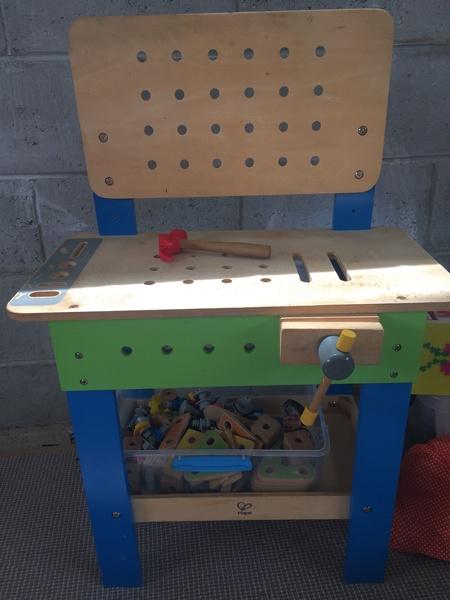 C006: Hape building work bench