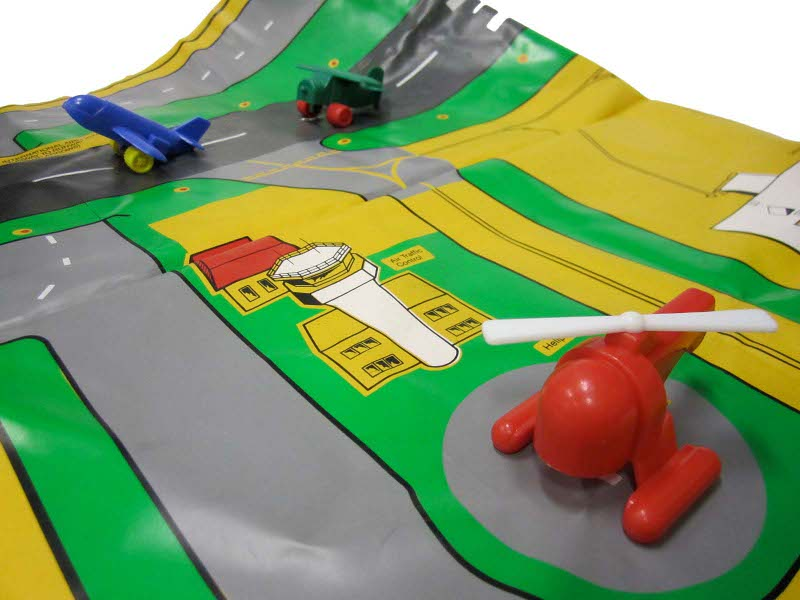 E5243: Airport Play Mat and Aircraft