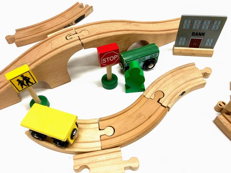 E5110: Train and Train Station Set