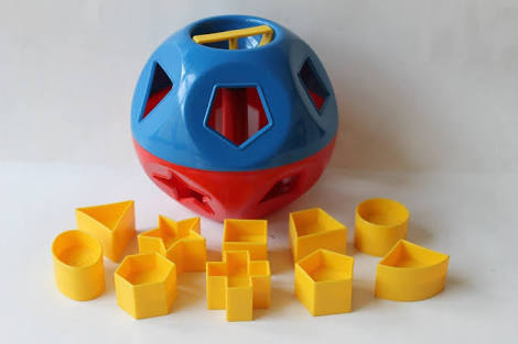 P018: TUPPERWARE SHAPE SORTER BALL