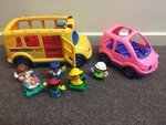 P124: LITTLE PEOPLE SCHOOL BUS AND PINK CAR