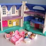 P145: FISHER PRICE HOUSE