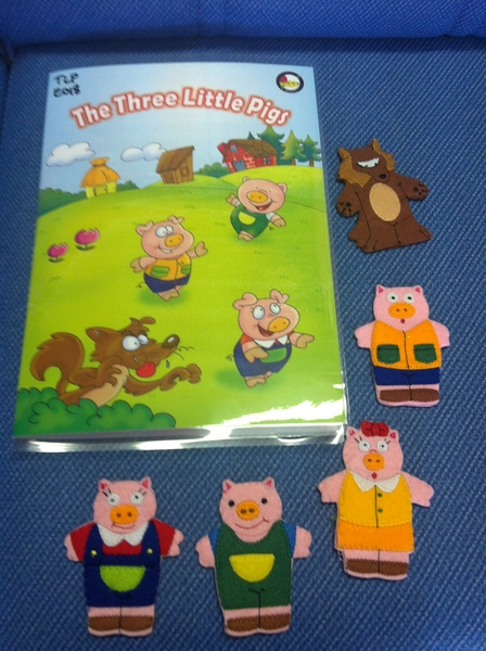 E018: Three Little Pigs Finger Puppets
