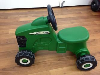 80312: Indoor John Deere Tractor