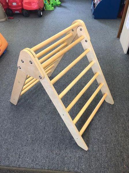 1915: Wooden Climbing Ladder