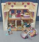 L154: Loving Family Doll House